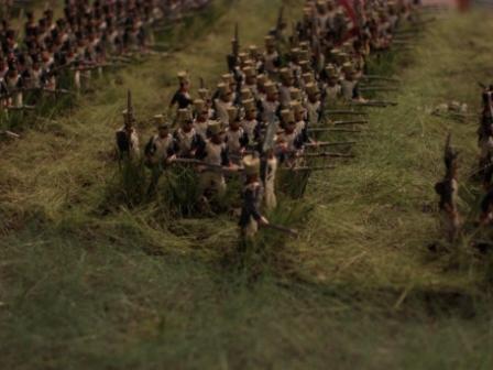 """La Haye Sainte Diorama, 2. Teil. Hier marschiert gerade das 8. Linienregiment durch ein """"Roggenfeld"""""""