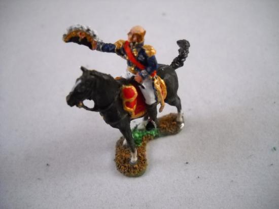 JS72/0163 Maréchal Davout à cheval saluant