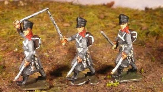 JS72/0603 2 officiers prussiens (1813-1815), en manteau, marchant (fournis avec 2 bras droits différents) Preussische Offiziere (1813-1815), im mantel, vorgehend (der rechte Arm – mit dem Säbel – muss angeklebt werden / 2 Arme zum ankleben)