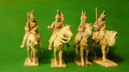 JS72/0615 4 Dragons français de la Ligne (1813-1815), tenue à retroussis courts (Bardin), en attente_Französischer Dragoner der Linie (1813-1815), Uniform mit kurzen Rockschössen, abwartend, 4 reiter und 4 Pferde